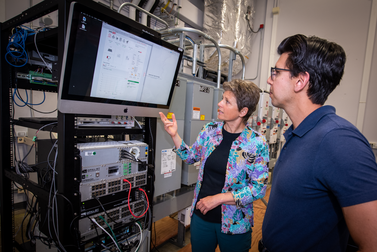 Researchers Sascha von Meier and Dan Arnold in FLEXLAB®